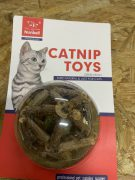 צעצוע קטניפ בשילוב עץ מטאטאבי לחתולים